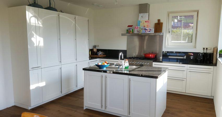 Keuken metamorfose Dronrijp , weer een prachtige keuken voor jaren lang plezier ! spuiterij friesland