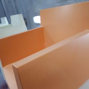 spuitwerk kunststof stoelen
