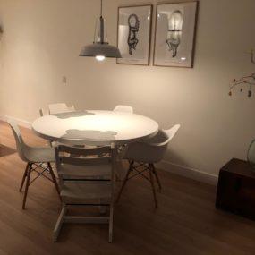 Spuitwerk moderne eiken tafel.