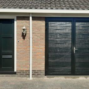 Spuitwerk garagedeur op locatie